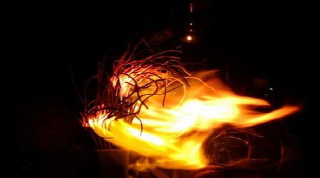 Chân nhang bát hương bốc cháy là có phải là điềm báo xấu?