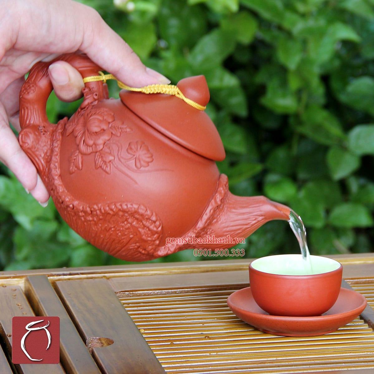 Bộ ấm chén tử sa đỏ đắp nổi hoa Phù Dung và phụ kiện